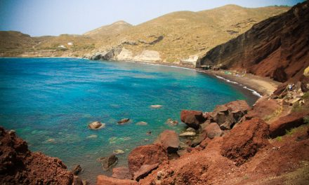 Discover the most beautiful beaches of Santorini