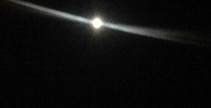 """Luna piena di """"emergenza"""" a Santorini"""