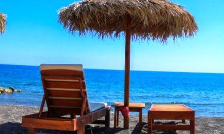 Santorini Low Cost: come spendere poco nell'isola del lusso