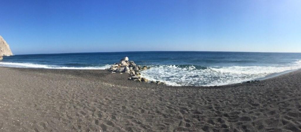 Spiaggia di sassolini neri a Perissa