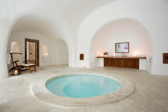 vasca idromassaggio jacuzzi in cave house perivolas
