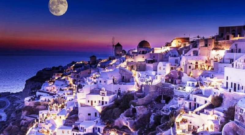 Santorini in October? The island of love is spectacular during low season